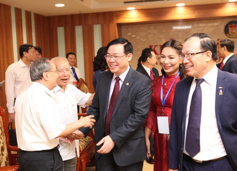 Phó Thủ tướng Chính phủ Vương Đình Huệ tham dự đại hội quan tâm, động viên đến ngành tài chính, kế toán Việt Nam