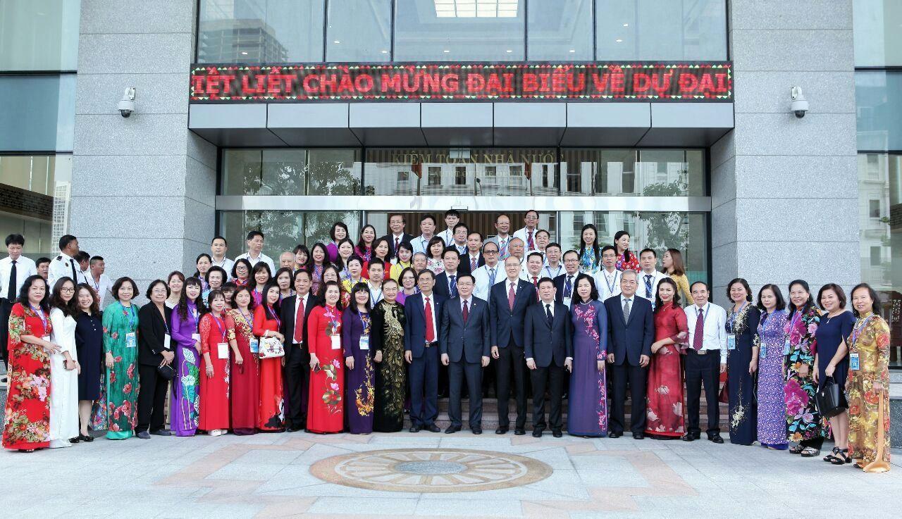 Các đại biểu của MISA tham dự chúc mừng thành công đại hội